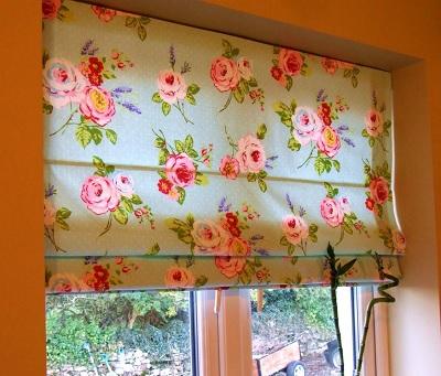 римские шторы с цветами